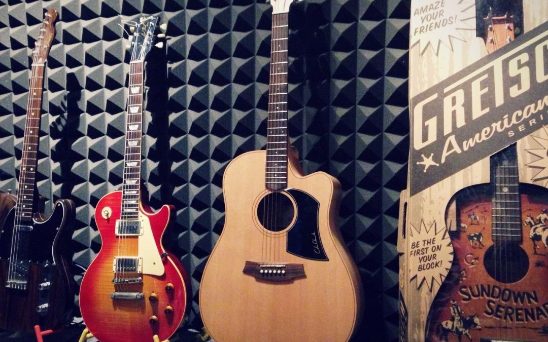 """吉他入門:如何減少 """"經常撥錯弦"""" 的情況發生?"""
